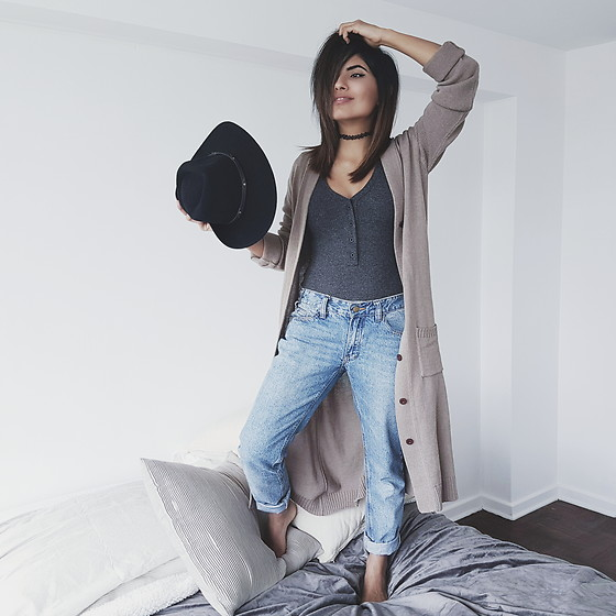 Alessandra Mazzini - Camote Soup Cardigan, Camote Soup Bodysuit, Camote Soup Jeans - My new room