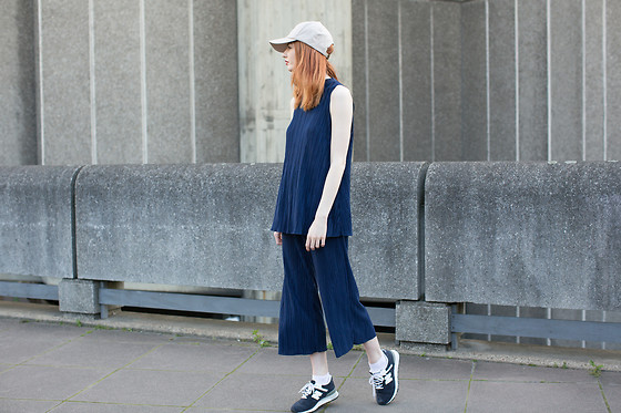 Hannah Louise - Boohoo Co Ord - Navy Pleated Co-ord