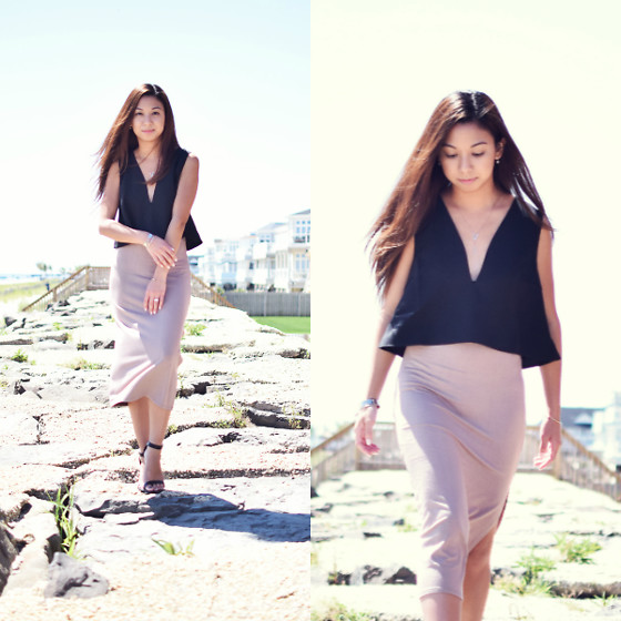 Melanie P. - Happiness Boutique Y Necklace, Tobi Deep Emotions Crop Top, Tobi High Slit Midi Skirt - Down to the Minimal