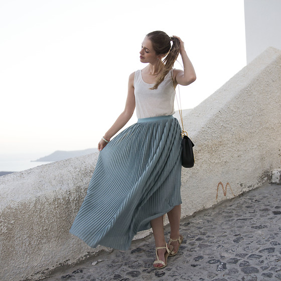 Ina Nuvo - Intimissimi Chiffon Skirt, Chloé Drew Bag, Intimissimi White Top With Some Glitter - First Look from Santorini