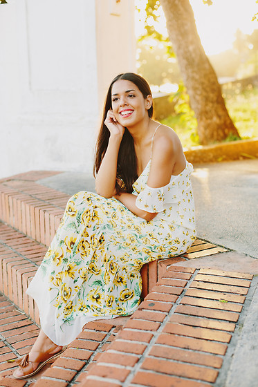 Nydia Enid -  - Yellow Flowers // OOTD