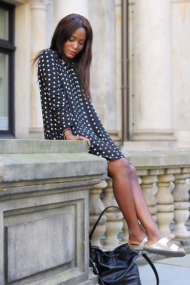 Emma Brown -  - Dress with dots