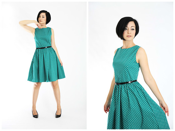 Aleksandra L. - Green Dots Dress - EMERALD DREAM