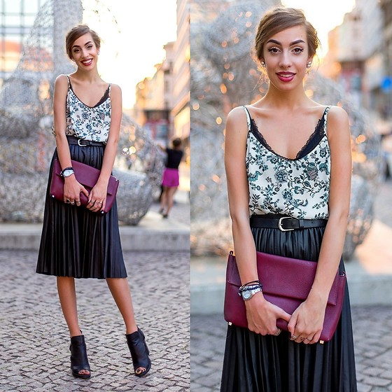 Markéta Bártová - Camaieü Floral Top, H&M Lace Triangle Bra, Wholesale7 Black Faux Leather Pleated Skirt, Stradivarius Burgundy Clutch, Mohito Peep Toe Ankle Boots - #WHERESTHELOVE