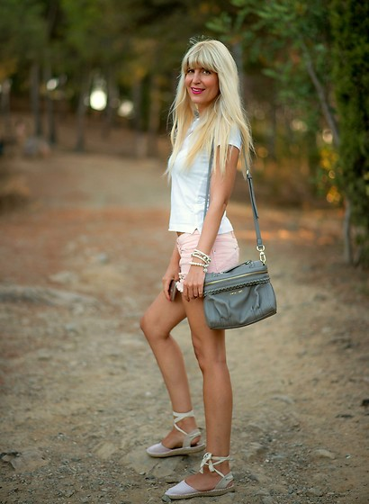 Tijana J.D - H&M White Polo, Stradivarius Ripped Denim Shorts, Bracelets, Twin Set Grey Bag, Primark Pastel Pink Lace Up Espadrilles - Sporty chic