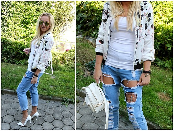 Gosia Borychowska - Sammydress Jacket, Sammydress Ripped Jeans, Sammydress Backpack - Ripped jeans look