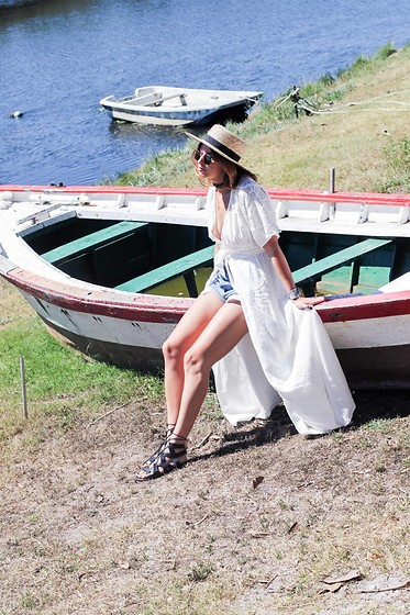 Patricia G. - H&M Hat, Zara Dress, Lince Shoes Sandals - Manet, Monet