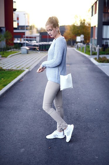Anna K - New Yorker Knit, Self Made Bag, Cubus Jeans, Adidas Shoes - Comfy & light