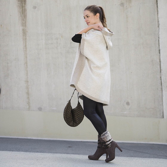 Ina Nuvo - Tamaris Ankle Boots, Vila Fake Leather Leggings, Fendi Monogram Bag, Mango Poncho - New Season - New Shoes!