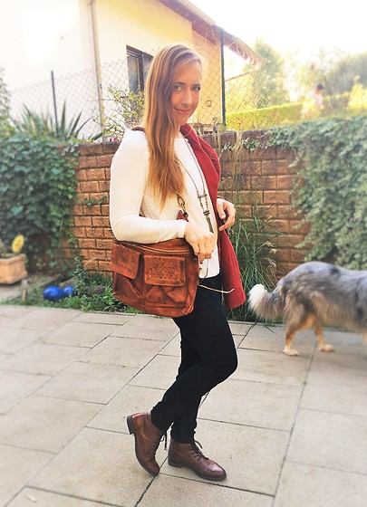 Nessy Wagner - Campomaggi Cross Over Bag, Zara Blouse Abricot, Cecil Black Jeggings, Bugatti Booties - Can you feel the autumn in the air?