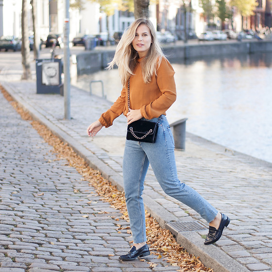 Jules V - Vila Top, Zara Velvet Bag, H&M Jeans, Steve Madden Loafers - That autumn light