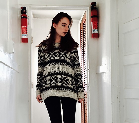 Paula Gallagher -  - Sweater