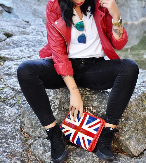 Giorgia Maniera - Vans Sneakers, London Rebel Bag Flagg, H&M Black Pants, No Name Red Leather Jacket - Details