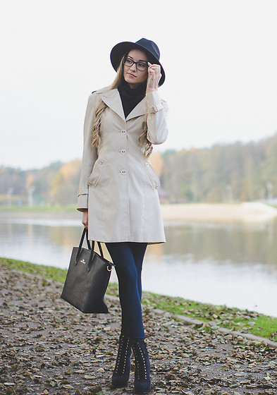 Aleksandra D - Monnari Coat, Wittchen Bag - Trench-Coat