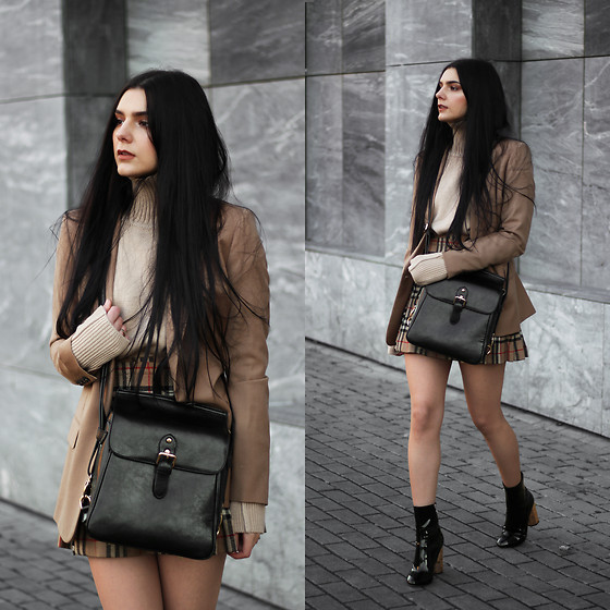 CLAUDIA Holynights - Shein Light Camel Turtleneck, Vipme Crossbody Bag, Ego Vinil Boots - Camel