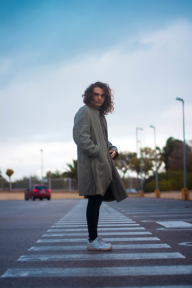 Enea Nastri - Burberry Green Overcoat, Escada Sweater, Topman Skinny Jeans, Nike Airforce 1 - Rainy day
