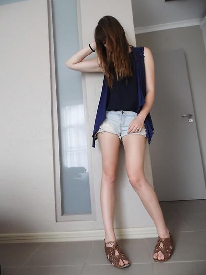 Nena F Beauty Amp Bobs Sweater Mango Jeans Bald Boots