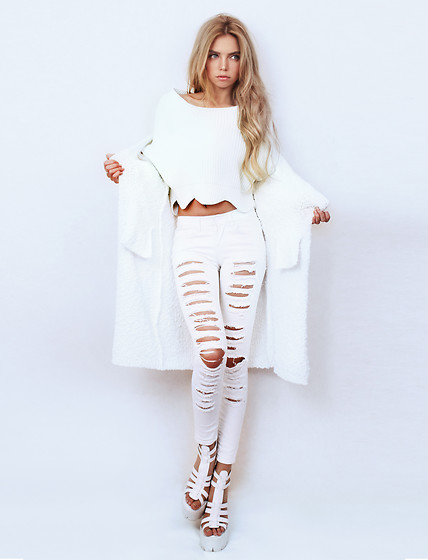 Ekaterina Normalnaya - Choies White Scallop Hem Cropped Sweater, Jeffrey Campbell Shoes Wedge Sandals, Long Cardigan - Totally white