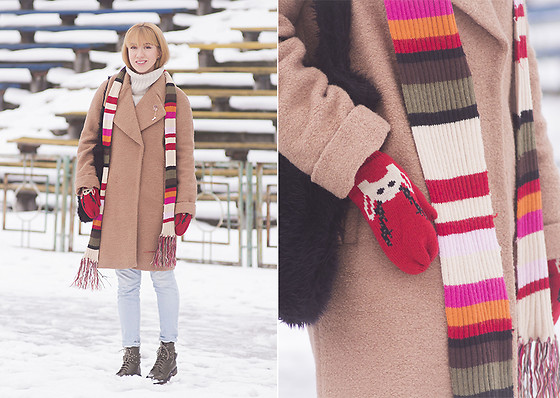 Julia F. - Asos Coat, Bershka Sweater, Gamiss Brooch, Mango Jeans, Asos Boots - Striped scarf