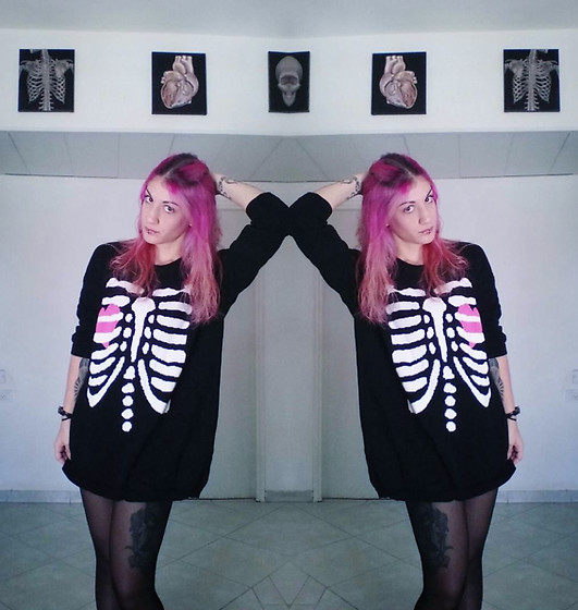 Macabre Doll -  - Oversized sweater