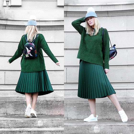 Mad Cat Fashion P. - Zara Jumper, Zara Pleated Skirt, Tk Maxx Hat, H&M Sneakers, Sheinside Embroidered Backpack - Green pleats