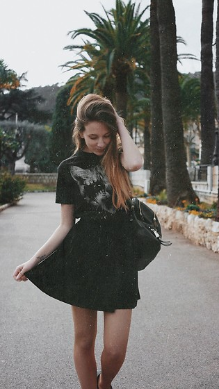 Anna Katina - Urban Outfitters Mini Velvet Skirt, Michael Kors Mk Backpack - California girl