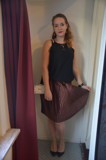 Sarah M - Vero Moda Top, Glamorous Pleated Skirt, Aliexpress Bag, Boohoo Heels - About Time