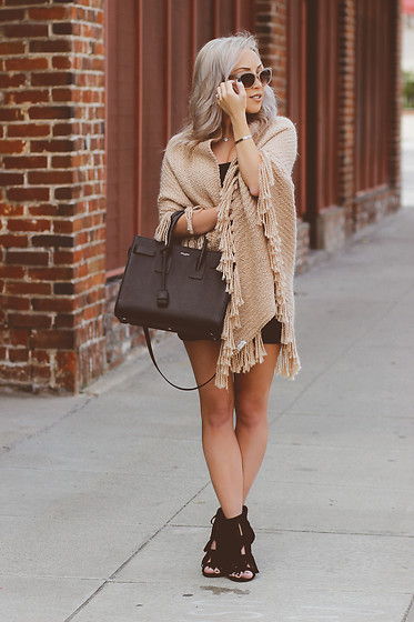 Hayley Larue -  - So Chic In The Street