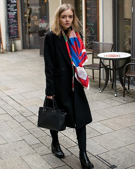 Paint it blonde - Reserved Coat, Promod Scarf - Lace-up!