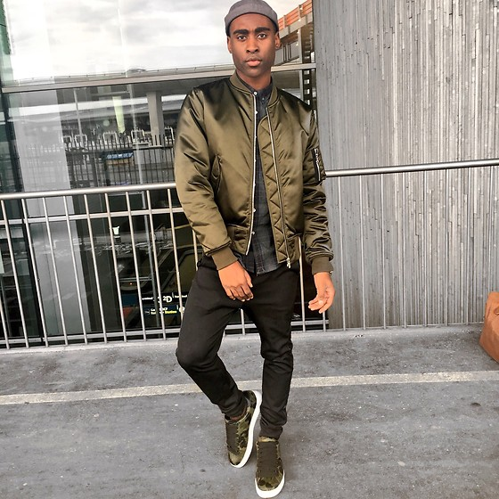 Willie Sparks - Sandro Bomber, Coach Sneakers - Airport Style off to Germany