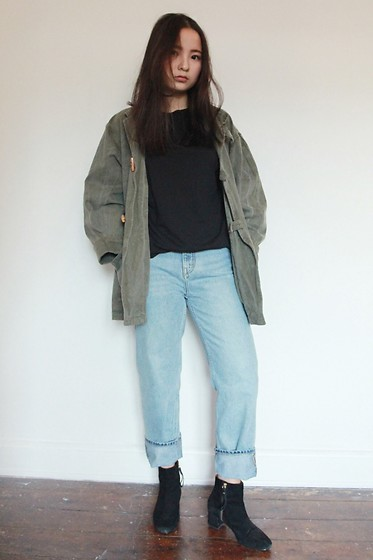 Yuhan Zhang - Weekday Denim, Cos T Shirt, Other&Stories Boots - Boyfriend's oversize coat