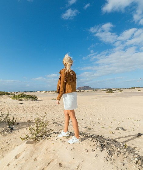 Tijana J.D - Mango Brown Suede Fringed Jacket, Tex Mini White Dress, Esprit White Sneakers - Fuerteventura: Fun facts & travel guide