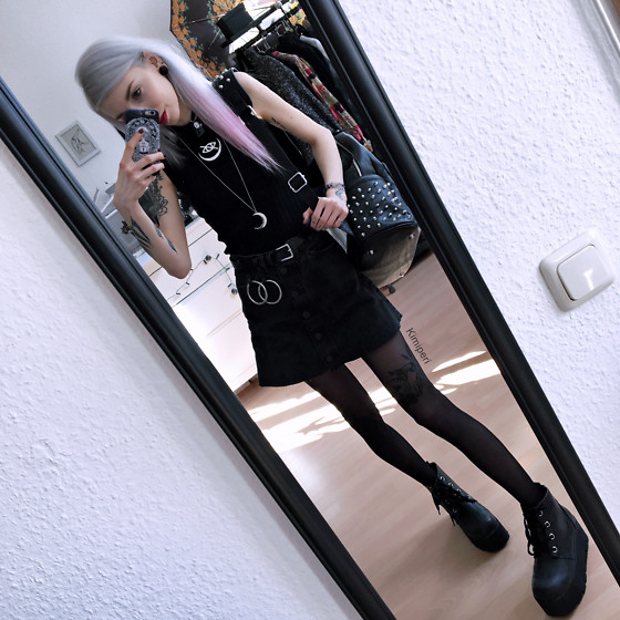 Kimi Peri - Vii & Co. Ring Belt, Monki Denim Skirt, T.U.K. Footwear Tractor Boots, Tights, Witch Worldwide Luna Pendant, Kry Clothing Studded Backpack, Kry Clothing Ripped Crop Top, No Face Choker - Prison Break