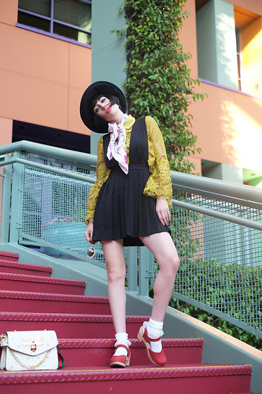 Amy Roiland - Sandgrens Clogs, Bee Bag - The colors that surround us