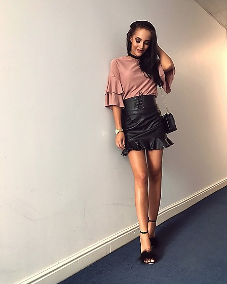 Leona Melíšková - Missguided Skirt, Primark Feather Heels, Primark Top - Feather heels