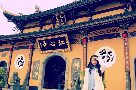 Jade Zhu - Gap White Coat - Temple in Southern China