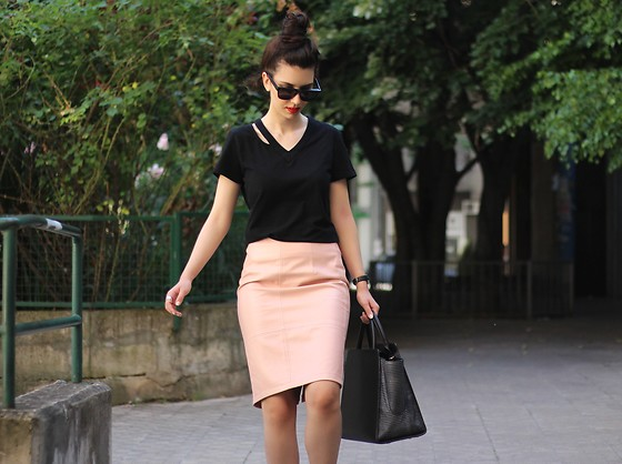 Jelena - Zac Posen Leather Bag - Powder pink skirt
