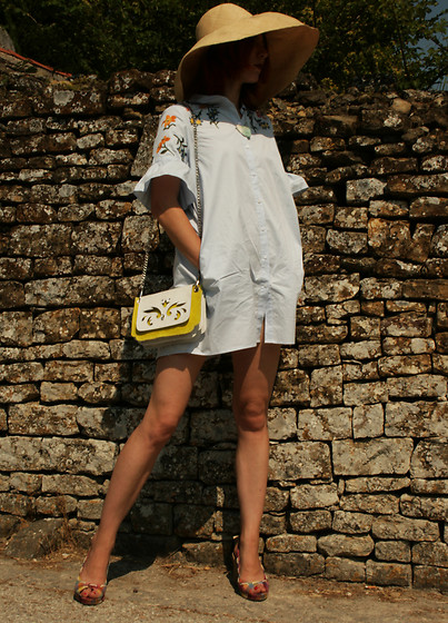 Ana - Babo Ba Boom Handcrafted Leather Bag Rodolpho - A casual shirt dress and a leather lace bag