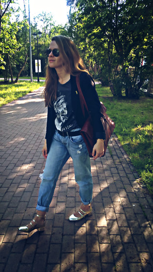 Alla Dolzhenko - H&M Jacket, Tvoe Tshirt With Kurt Cobain, Modis Black Aviators, H&M Boyfriend Jeans, Belt, Bershka Golden Shoes, Tony Perotty Leather Bag - Walking with Tony Perotty