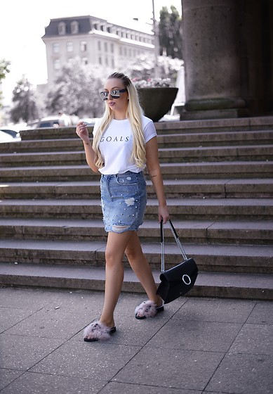 Vanessa Kandzia - Skirt, Slides, Tee - RIPPED DENIM SKIRT & FUR SLIDES