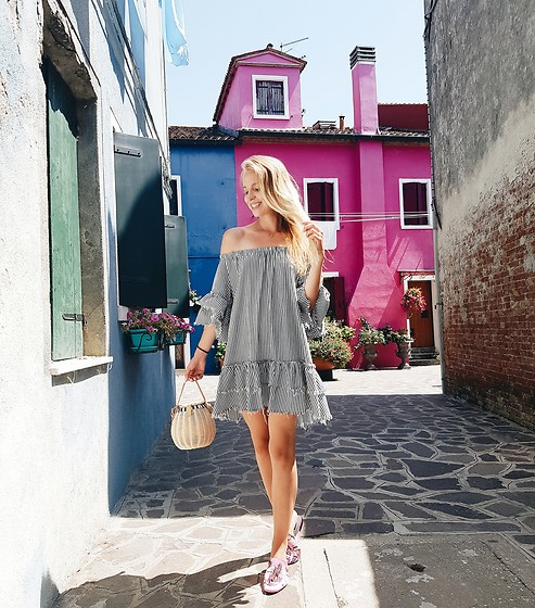 TripByTriplets B. - Zara Dress, Mango Shoes, Zara Bag - PINK VIBES