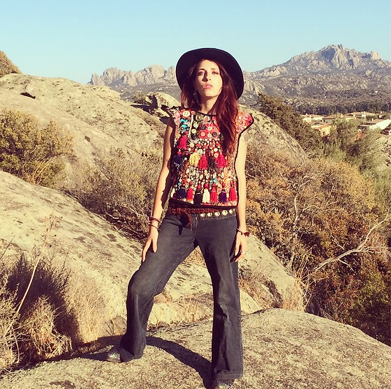 Margot Garage - Dixie Boho Hat, Elzabeth The First Afghan Embroidery Top, Dondup 70's Style Jeans, Laura Cialfi Texan Studded Boots - Erin Wasson Style Look