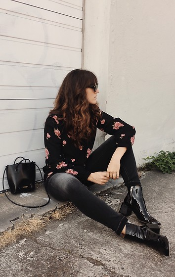 Tonya S. - Silver Jeans Black Denim, Loq Patent Boots, Reformation Floral Top - Silver Jeans Co.