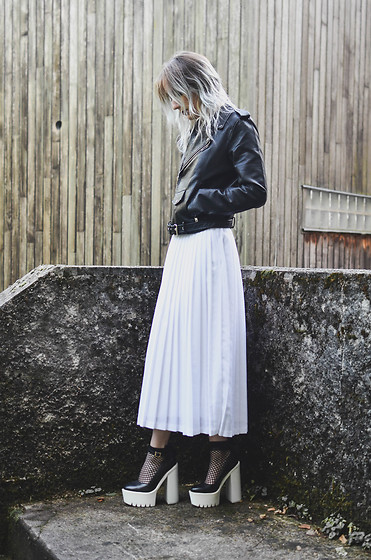 Saskia B. - Zaful Perfecto, Asos Fishnet Socks, Grandma's Skirt, Seaside Heels - Grandma's skirt.