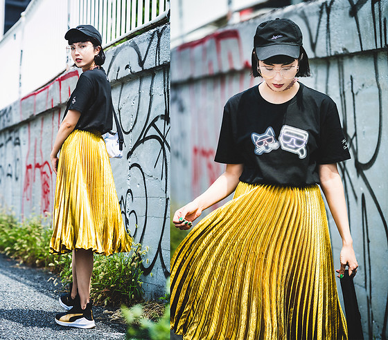 Samantha Mariko - Magic Stick Cap, Zerouv Glasses, Limited Edition By Karl Lagerfeld T Shirt, English Factory Skirt, Puma Sneakers - All that shines is gold