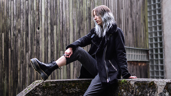 Saskia B. - Dr. Martens Jadon, Pull & Bear Plaid Pants, Pull & Bear Aviator Jacket - Grungy pants