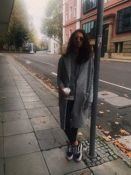 Fabio Montedoro - Vans Shoes, H&M Pants, H&M Coat, Ray Ban Sunglasses - Monday Stroll