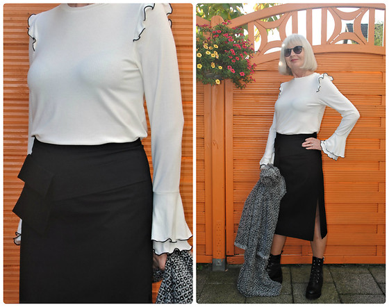 Reni E. -  - Selfmade pencilskirt with waistbag