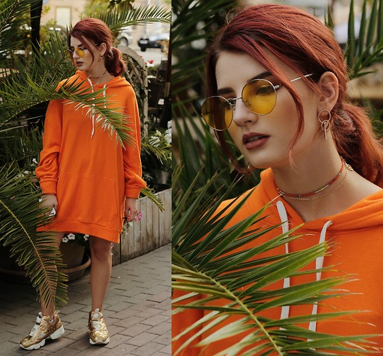 Vlada Kozachyshche - Forever 21 Sweatshirt, H&M Eyewear, Zara Necklace, Bershka Earrings, Reebok Sneakers - Tropics