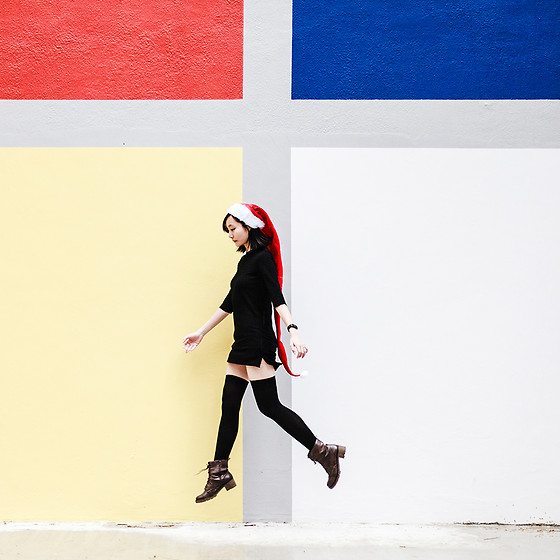 Ren Rong - Daiso Santa Hat, Pomelo Fashion Dress, We Love Colors Thigh High Socks, Steve Madden Boots - Christmas Colours